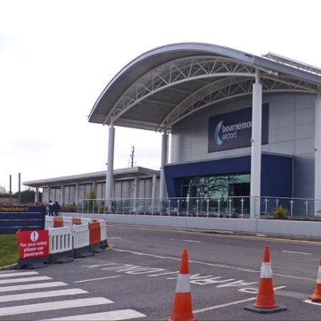 Christchurch, UK: Bournemouth airport, customer drop off