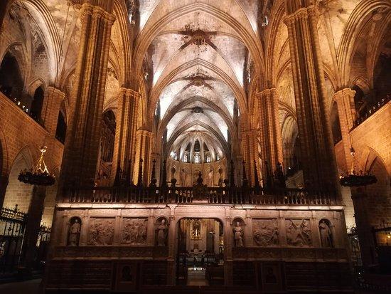 Basilica of Santa Maria del Mar Admission Ticket and Rooftop Visit: Interno