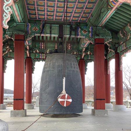 คยองกี-โด , เกาหลีใต้: The Peace Bell