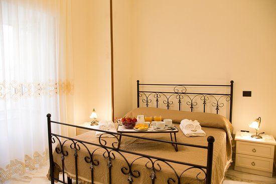 Castellammare Di Stabia, Ιταλία: camera matrimoniale - double room with our italian breakfast , the our rooms have the air conditioning , private wc and tv ,