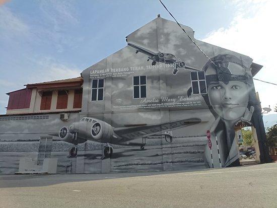 Mural of Aviator Amelia Earhart