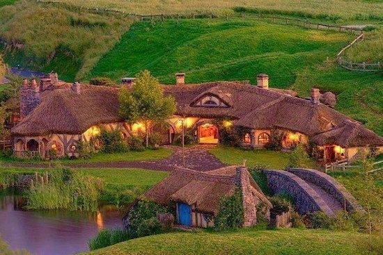 2 Day Hobbiton Movie Set, Waitomo Caves and Rotorua Tour from Auckland