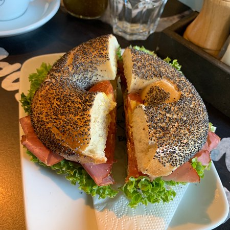 Great menu, good prices and delicious bagels!