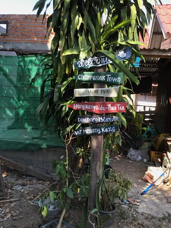 Dokchampa Guesthouse: Nearby Activity Signpost;