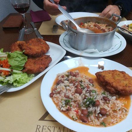 Sardoal, โปรตุเกส: Pataniscas de bacalhau com arroz de feijão