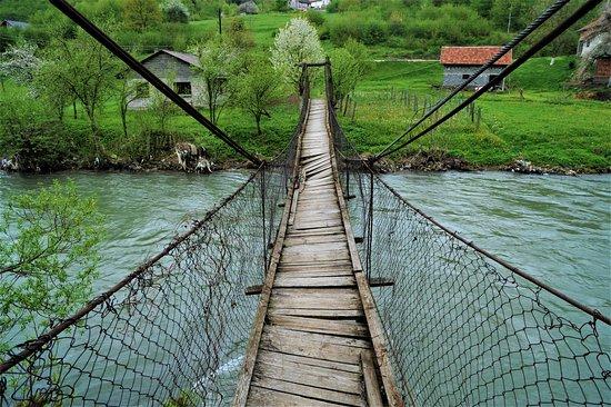 בוסניה והרצגובינה: Ponte nel centro della Bosnia Erzegovina. Cliccare sulla foto per vederla come scattata.