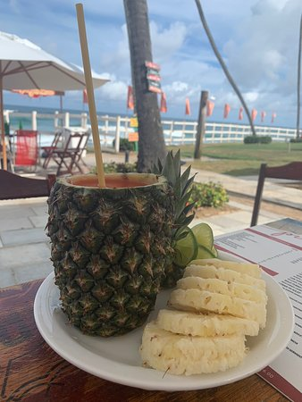 Bar beira mar de praia do cupê ,ambiente calmo e agradável,a vista é perfeita de frente para o mar.