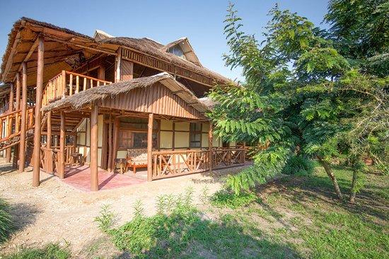 Kihihi, Уганда: Eco crafted lodge front