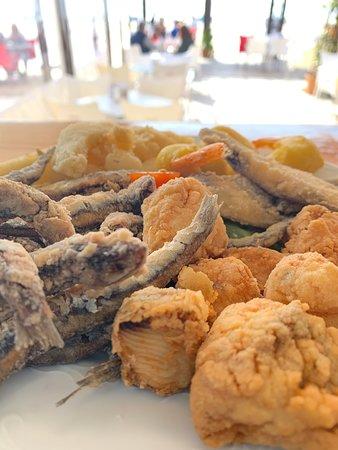 Fritos variados siempre con productos frescos y con un adobo de cazón que preparamos nosotros mismos