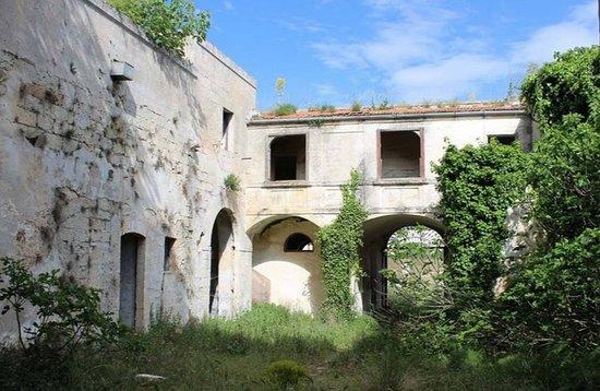San Basilio, Italia: cortile interno