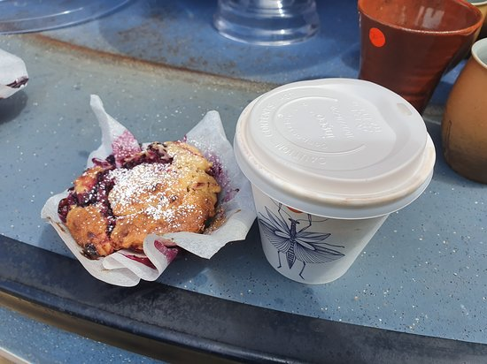Southport, Австралия: Quality coffee and delicious home-cooked muffin!