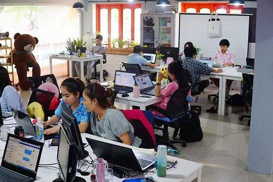 Da Nang, Vietnam: Nhân viên công ty Dò Vé Số ORG - Tra cứu kết quả xổ số online