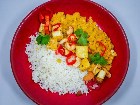 Dahl de lentilles corail au curry vert, tofu - plat végétarien