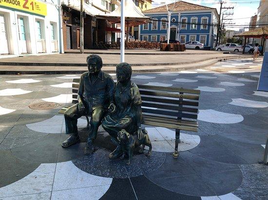 Estatua de Jorge Amado e Zelia Gattai