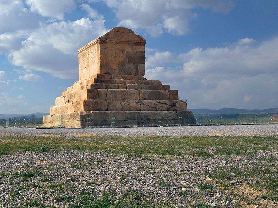 Pasargad, Iran: Пасаргады. Мавзолей Куруша Великого