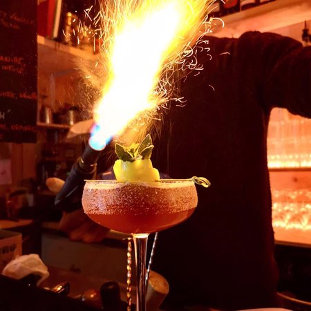 Cocktails are on fire at Au Happy Day !!