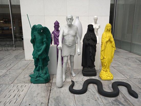 The Museum of Modern Art Admission Ticket: esculturas e arte contemporânea interno e externo