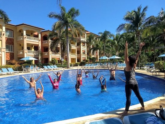 West Bay, Honduras: Aqua Yoga - All levels of fun!