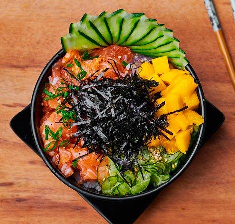 Poke! Leve, saboroso e colorido. ⠀ Cada ingrediente é único, mas, ao colocar todos juntos, realçamos o que cada um tem de mais saboroso.⠀