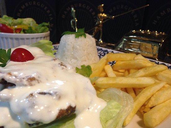 Maravilha: De Terças a Sextas são servidos pratos como este: Filé La Gôndola acompanha arroz batata frita e salada.