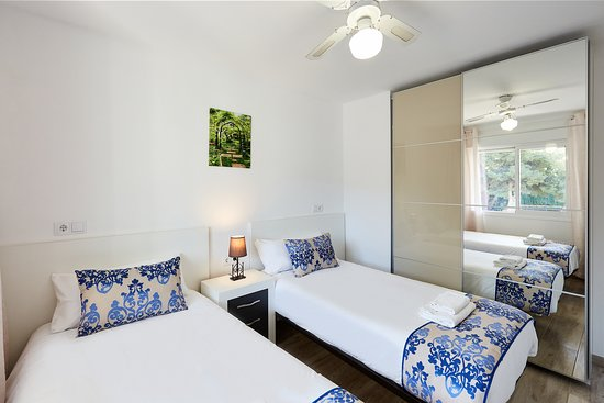 Deluxe apartments - bedroom 2, 2 single beds