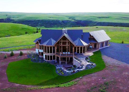 Belt, MT: Gunsmoke Ranch can accommodate up to 16