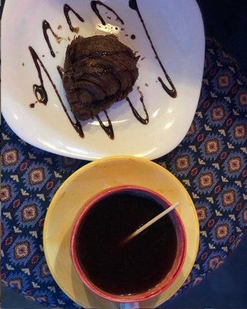 El Santuario, Colombia: Ven y déjate tentar !!! •La combinación perfecta, croissant de brownie + café americano.