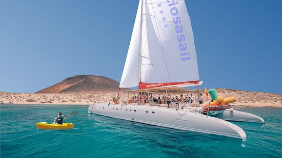 Orzola, Spanyol: Catamarán in La Graciosa