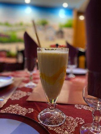 Lassi Mangue Boisson indien à base de yaourt et du lait