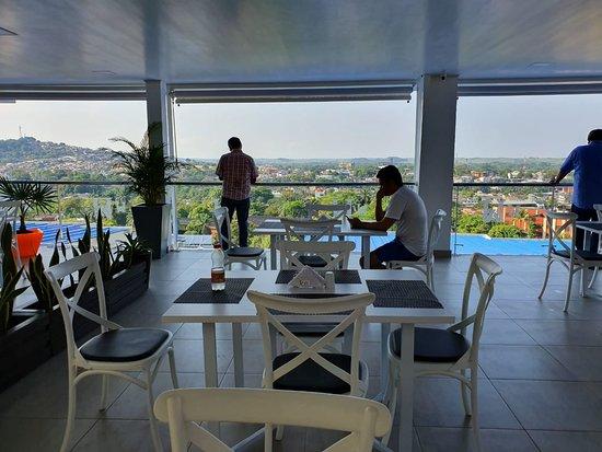 Florencia, Κολομβία: terraza y salon de eventos con una excelente vista de la ciudad
