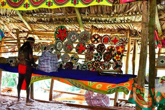 Sabanitas, Panama: Embrero village baskets for sale