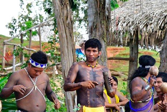 Sabanitas, Panama: Embrero villiager