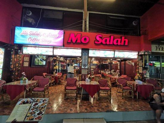 Вид ресторана с улицы