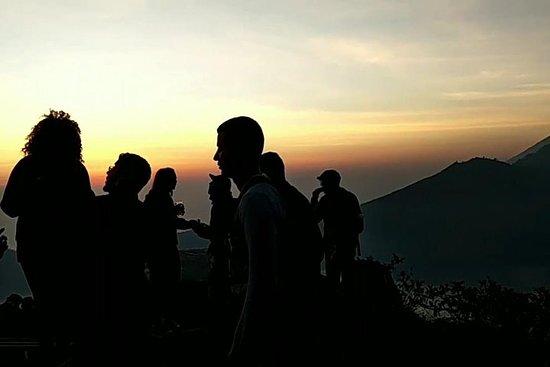 Randonnée au lever du soleil sur le volcan du mont Batur suivie d'un bain chaud et d'un massage de 30minutes Photo