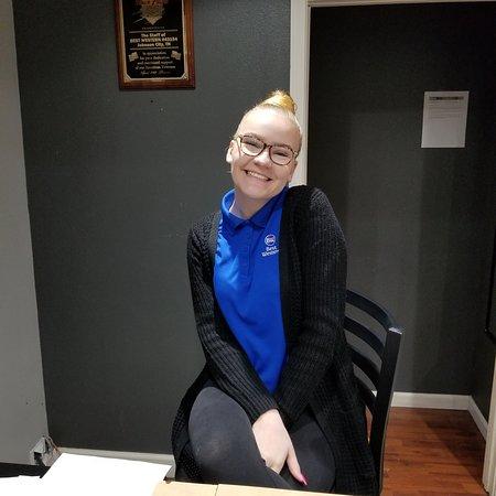 Best Western Hotel & Conference Center Johnson City: Sweetest desk clerk ever! 😊❤