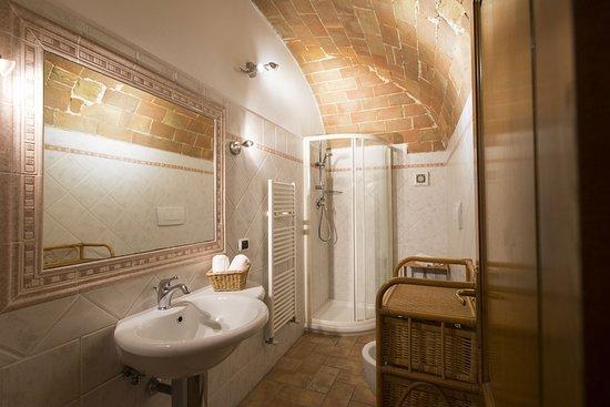 San Felice apartment, bathroom