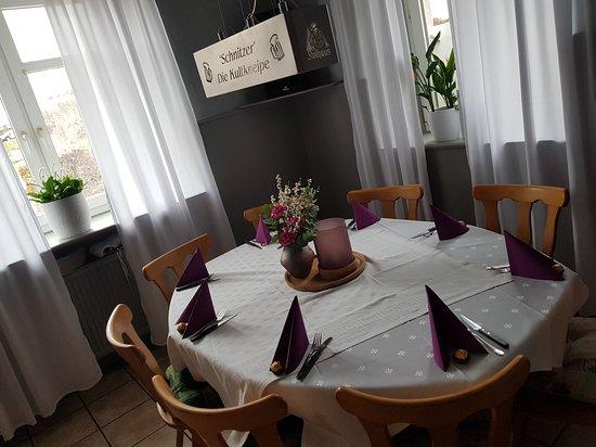 Bonndorf, เยอรมนี: Einer unserer Tische....liebevoll gestaltet..