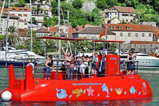 Semi submarino: panorama de Kotor y...