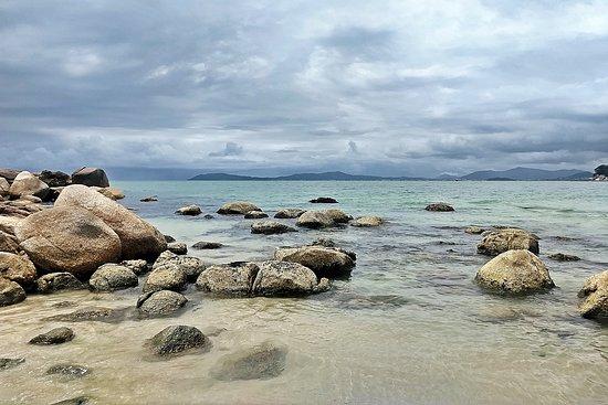 Detalhe da Praia das Bananeiras - Governador Celso Ramos-SC