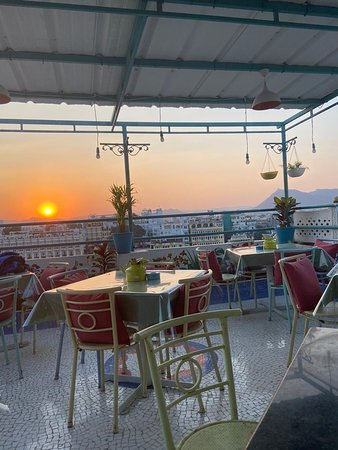 A perfect sunset view and lake view with good cuisine