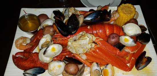Giant Royal Steamed platter.  Plenty for two.  Note many clams missing the meat...