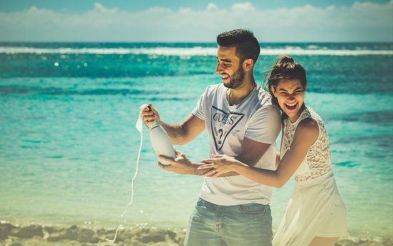 Distrito de Rivière du Rempart: Make your honeymoon memorable and fun by booking for professional honeymoon photography Mauritius from the best in business, Dmanclicks.com. Visit our https://dmanclicks.com/ for further details.