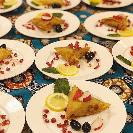 Samosa voor een catering.
