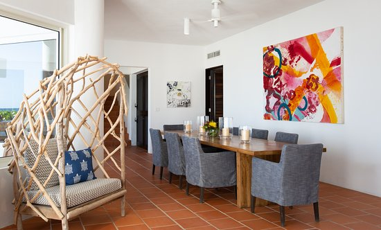 Dining Area (Antilles Pearl)