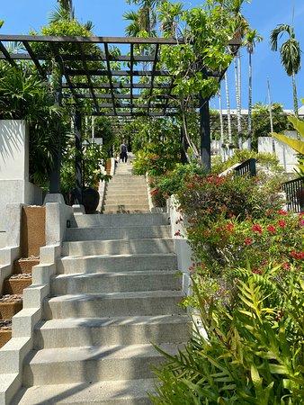 Walk to/from villa