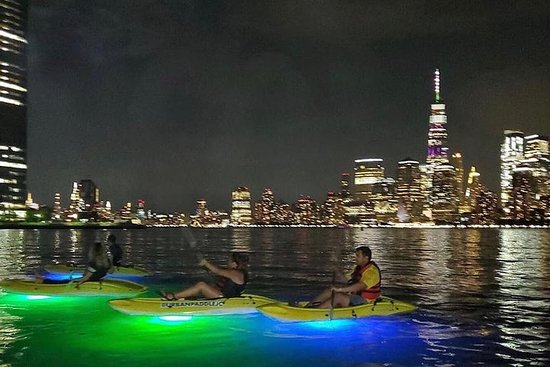 NYC Skyline Night Paddle en kayaks Led