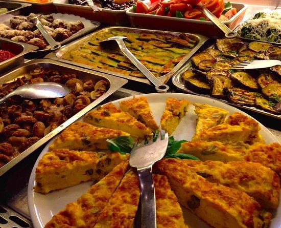 bel buffet di antipasti