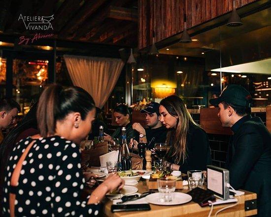 Где лучшие дружеские посиделки? В ATELIER VIVANDA! 😊 Проведите вечер в окружении отменных блюд и тёплой обстановки! 🍷 ~ Where are the best friendly gatherings? ATELIER VIVANDA! 😊 Spend the evening with excellent dishes and a warm ambiance! 🍷 ATELIER VIVANDA 📍 Port Baku Towers, Baku, Azerbaijan ☎+994(12)4048204 📲 +994(51)2250300 🌐 http://ateliervivanda.az/
