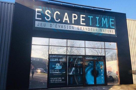 Escape Time Chartres
