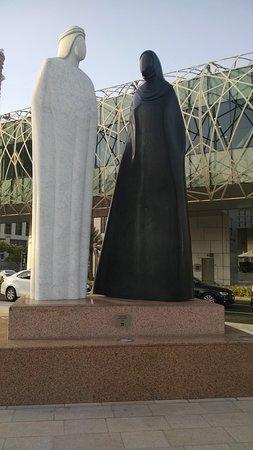 дубай скульптура вместе
